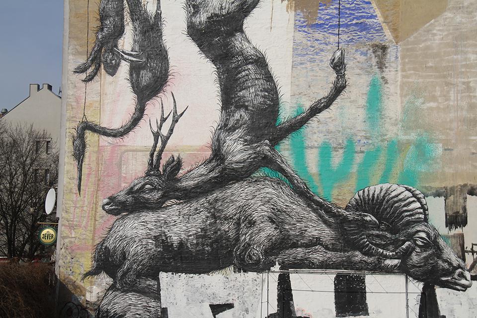 Street Art by ROA in Berlin Kreuzberg